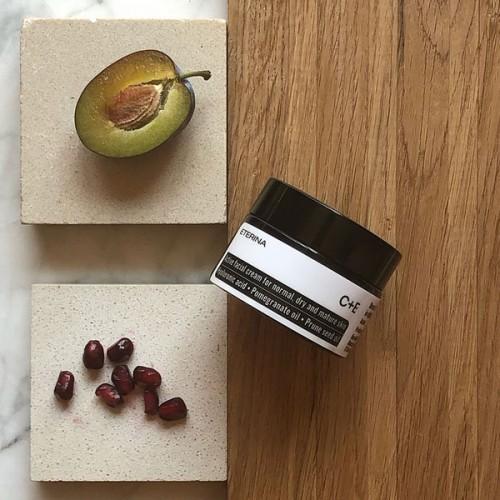 Крем за суха кожа с Витамин С + Е, нар и слива 'ETERINA', 50 мл