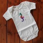 Бебешко боди от органичен памук с илюстрация 'Водно конче', 6-12 месеца /без никел/