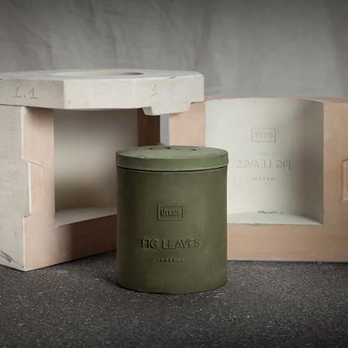 Ароматна свещ 05 / FIG LEAVES Capsule Candle с ухание на зелени смокини и етерично масло от евкалипт в порцеланова кутия, I-TEMS