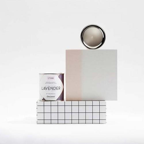 Ароматна свещ 02 / LAVENDER с етерично масло от Лавандула, Евкалипт и нюанс на билки с памучен фитил, I-TEMS