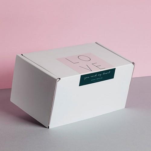 Комплект от 2 ароматни свещи 'LOVE' - 01/ ROSE и 03/ BLACK VANILLA в подаръчна кутия с послание, I/TEMS