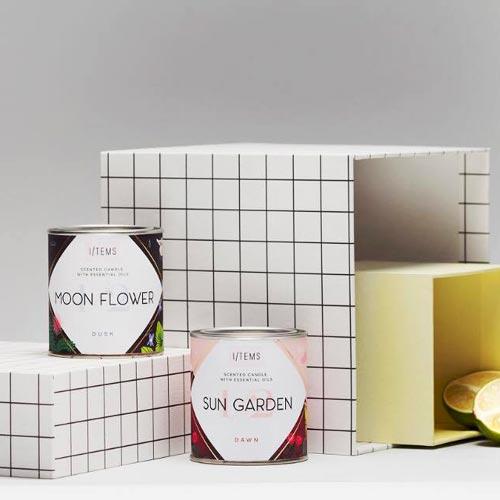 Комплект от 2 ароматни свещи / SUN GARDEN & MOON FLOWER с илюстрации на Розалина Буркова + подарък кибрит, I-TEMS