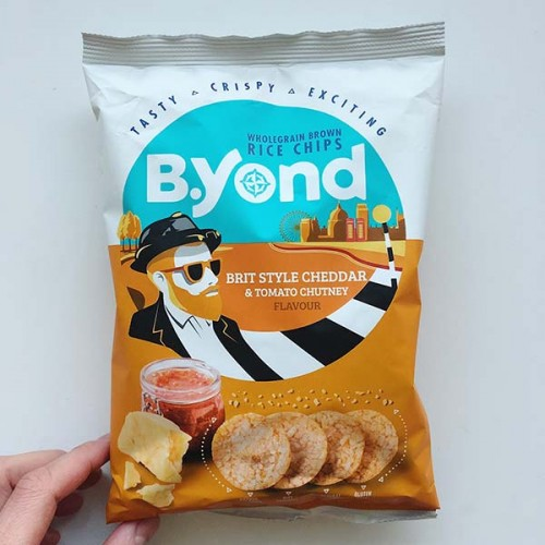 Оризов чипс с вкус на чедър и доматено чътни 'Byond', 70г