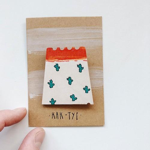 Дървена брошка с авторска илюстрация 'Как-тус', Точка Илиева
