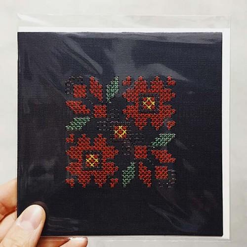 Картичка с бродерия на фрагмент от българска шевица /черна, размер 15х15см