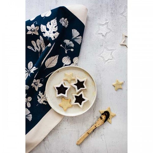 Памучна кърпа от 100% суров памук в луксозна картонена опаковка /тъмно синя/ 'Softer + Wild', 70х50см