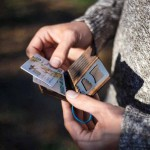 Дървен портфейл /обгорен/ с отварачка-гаечен ключ и гребенче, 'ДРЪВкулки'