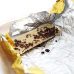 Бял шоколад с натрошени какаови зърна 'OPERA' ГАЙО, 80 г
