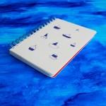 Дизайнерски тефтер с твърди корици без редове 'Сини лодки', Бяла лодка