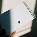 Тефтер А5 от рециклирана хартия със спирала без редове 'Къщи', Бяла лодка