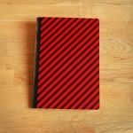 Тетрадка А5 с редове /червено-черно райе/ от рециклирана хартия 'Бяла лодка', 40 листа
