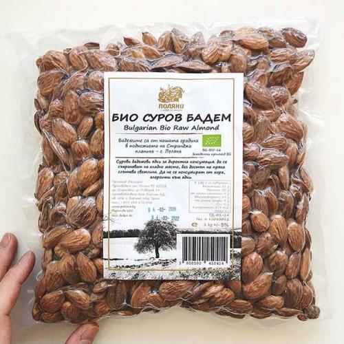 Бадеми /сурови, БИО, добре изсъхнали/ във вакуумна опаковка 'Поляна', 1000 г